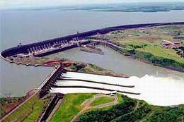 Vista aérea de la represa Itaipú